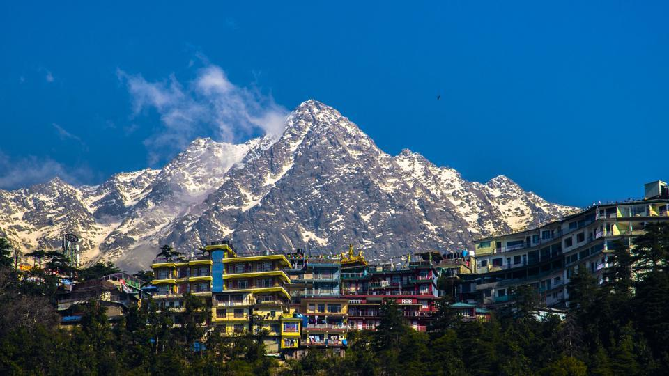 dharamshala-magnificent-backdrop-dhauladhar-mcleodganj-suburb-ranges_50cdda90-a433-11e8-8a41-d1a200222336